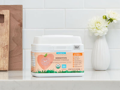The Best of Both Worlds: Introducing our Sensitive Organic Infant Formula