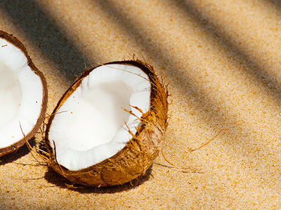 Coconut Oil Uses: Why Coconut Oil is One of Our Clean Beauty Faves