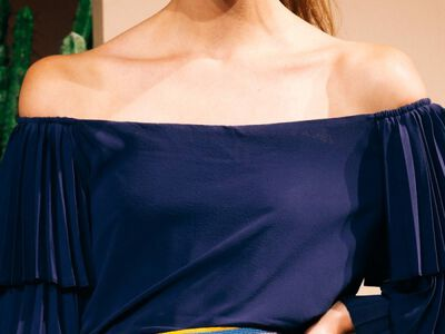 Beauty Hack: Highlight Your Collarbones