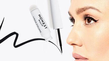 jessica wearing eyeliner