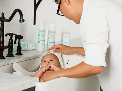 How to Bathe a Newborn: 7 Honest Tips