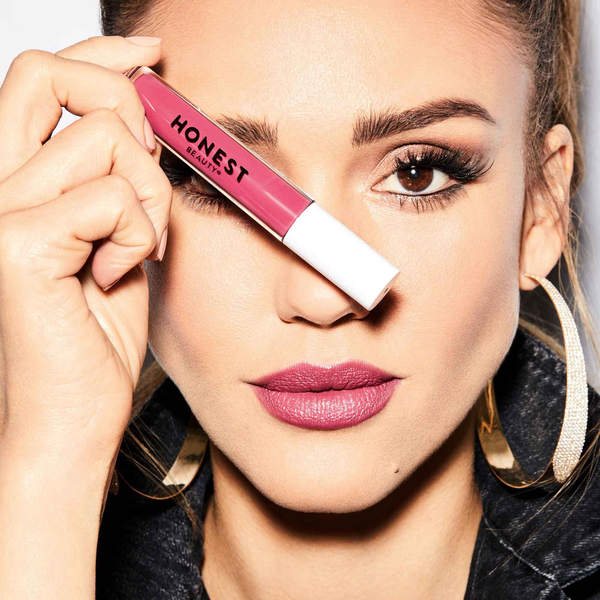 jessica alba with the passion lipstick
