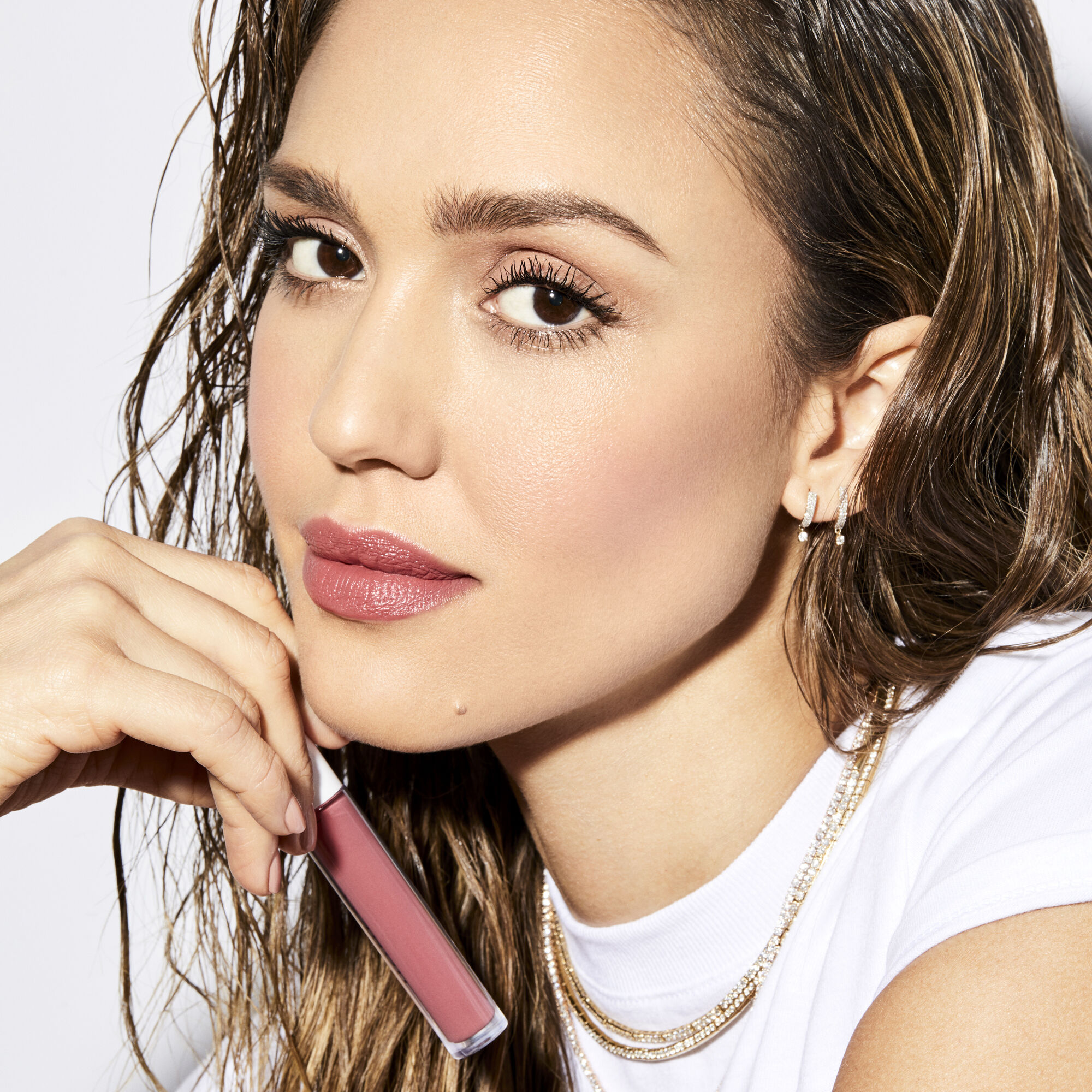 jessica alba wears passion shade