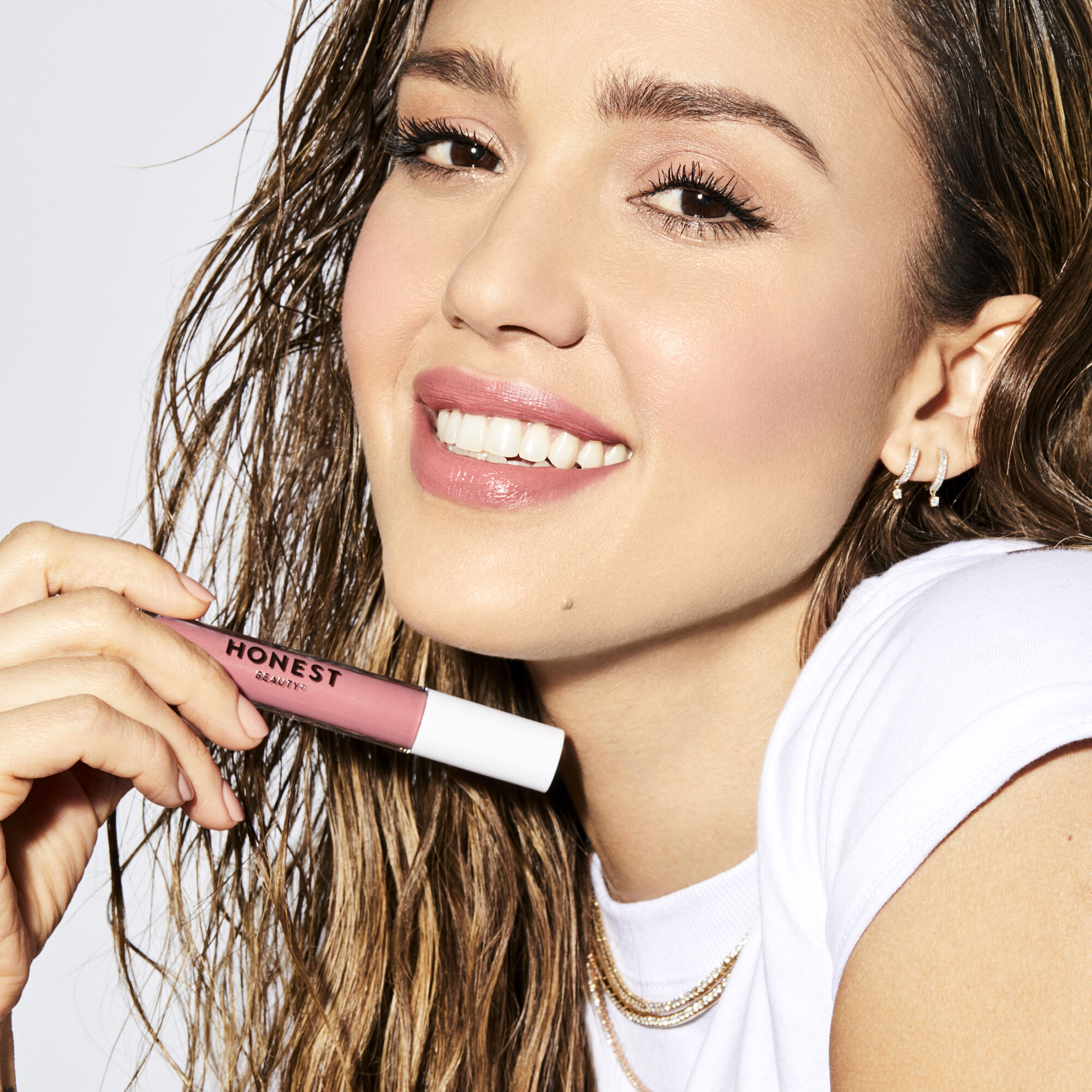 jessica alba wears happiness shade