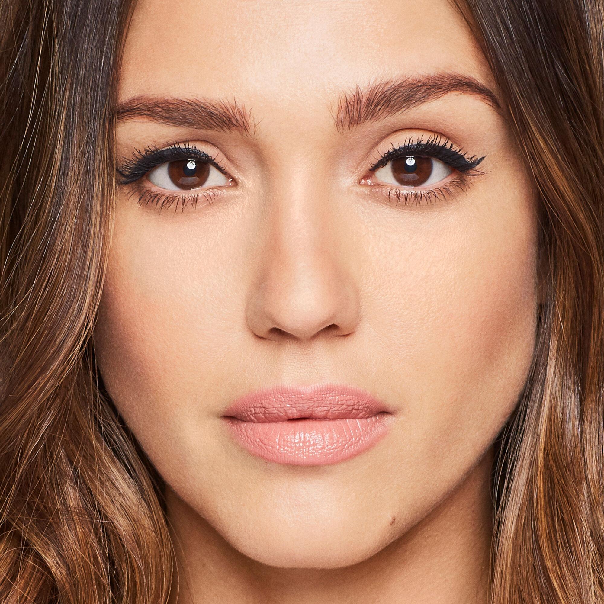 eyeliner on model
