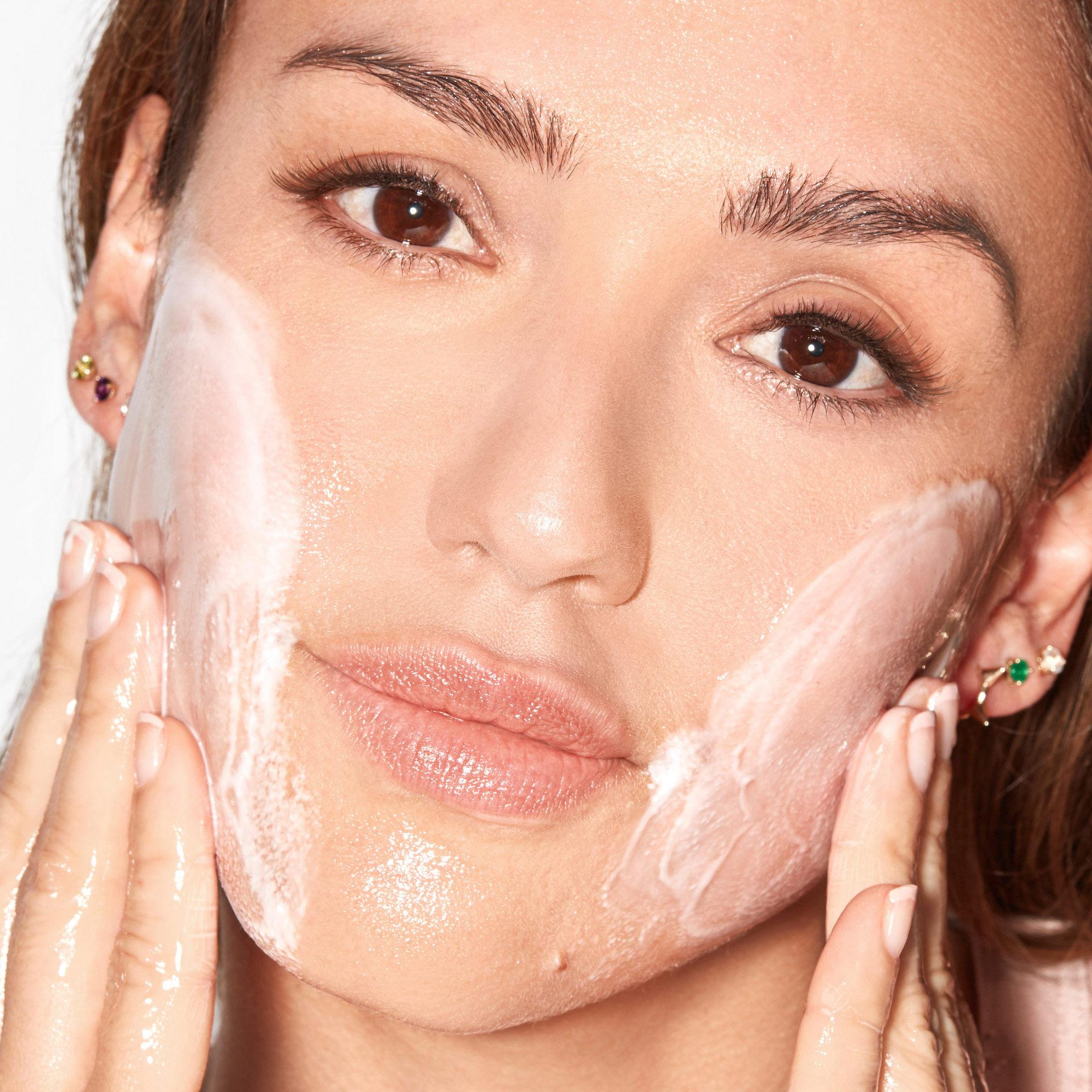 Magic Gel-To-Milk Makeup Melting Cleanser