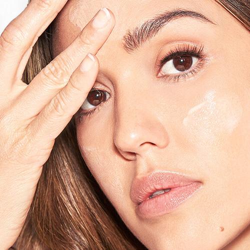Jessica Alba moisturizing face