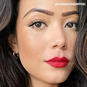 Woman wearing Honest Mascara