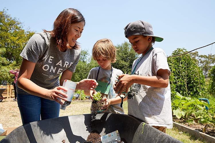 Volunteers Bring Honest Craft to Summer Camp