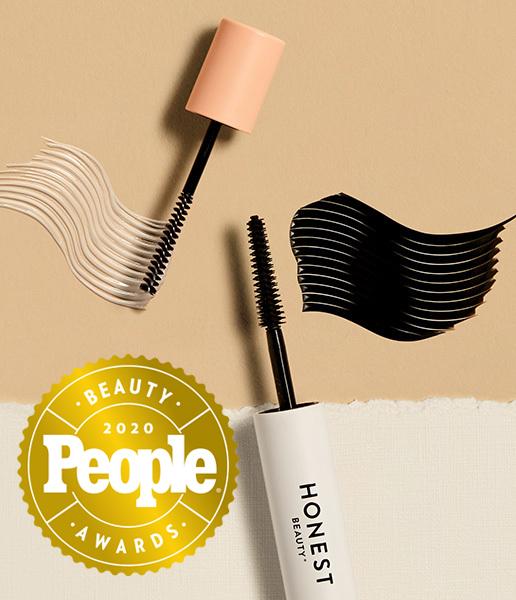 Jessica alba applying mascara beauty product